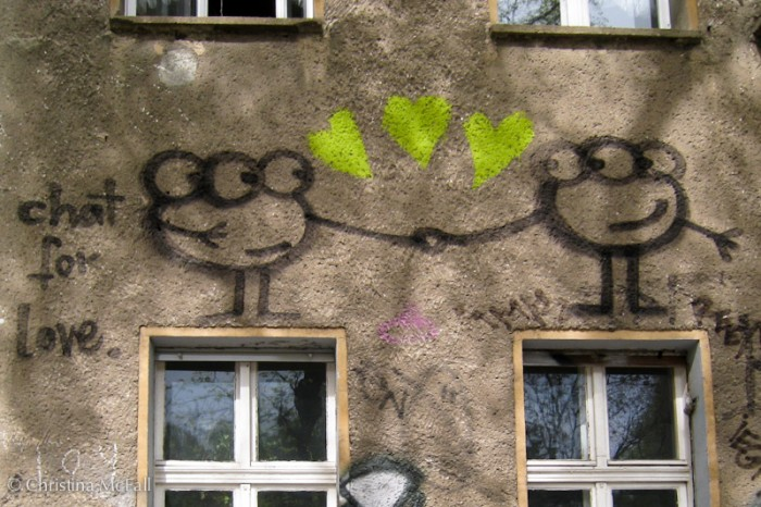 graffiti with romantic aliens in Prenzlauerburg Berlin