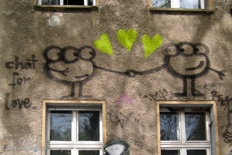graffiti with romantic aliens in Prenzlauer Berg Berlin